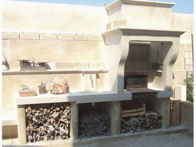 Une cuisine d'extérieur construite sur-mesure et artisanale - Cuisine d'extérieur