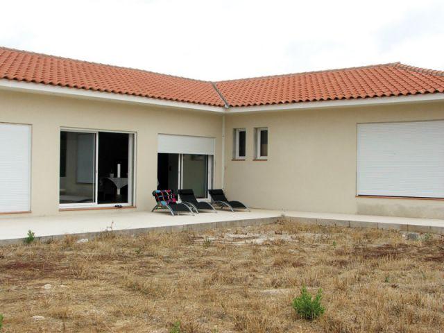 Maison côté jardin avant les travaux - Reportage terrasse piscine