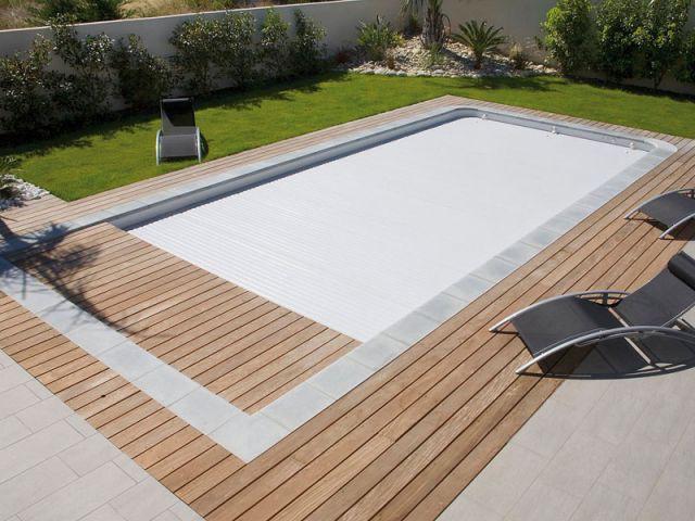 Une piscine au format original - Reportage terrasse piscine