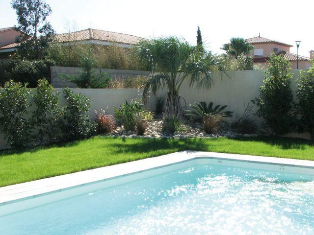 Un coin de verdure pour casser l'angle - Reportage terrasse piscine