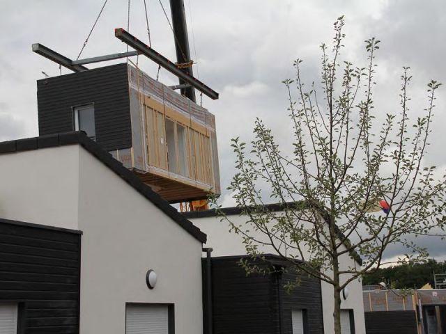 a vert saint denis un co quartier de maisons pr fabriqu es voit le jour. Black Bedroom Furniture Sets. Home Design Ideas