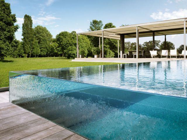 une piscine qui joue la transparence totale ForVerre Pile Piscine