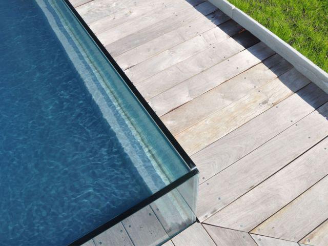 L'eau se tient comme par miracle ! - Piscine Carré Bleu - Concept Aquaglass