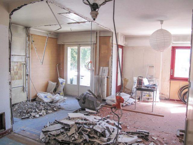 un deux pi ces exigu devient un loft contemporain. Black Bedroom Furniture Sets. Home Design Ideas