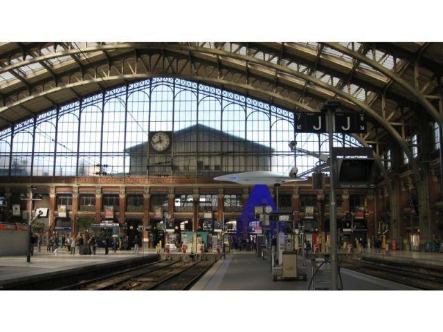 Une soucoupe en pleine gare - Métamorphoses urbaines Lille 2012