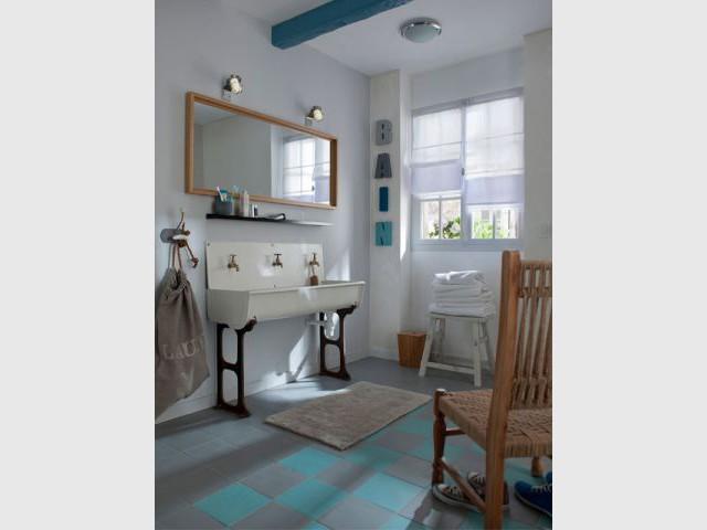 Une salle de bains dans son plus simple appareil - Castorama