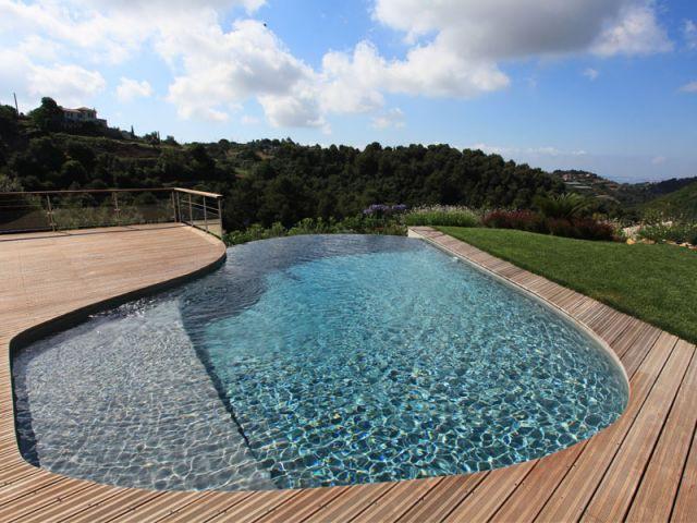 Catégorie piscine citadine inférieure à 30 m2 de forme libre - Trophée d'Argent - Diffazur Piscine