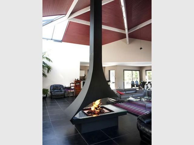 Une cheminée monumentale pour dynamiser et structurer l'espace - Cheminées Piros