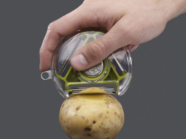 Eplucher les légumes - Soupe de légumes
