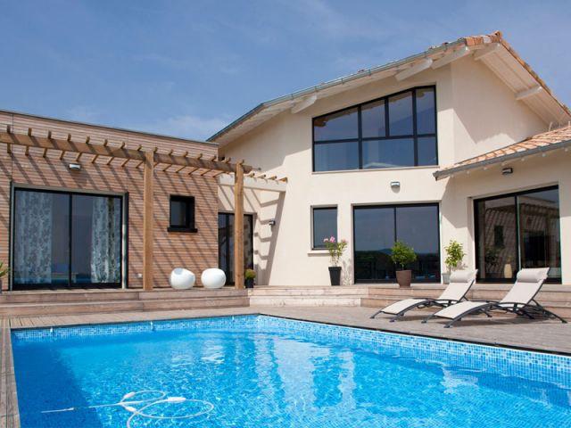 Une maison basse consommation qui cache bien son jeu for Construire une maison intelligente