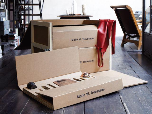 Une malle en carton pour un trousseau de cuisine - Malle W. Trousseau