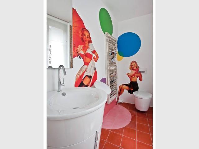 Des toilettes dédiées aux pin-ups - Duplex Carlos Pujol