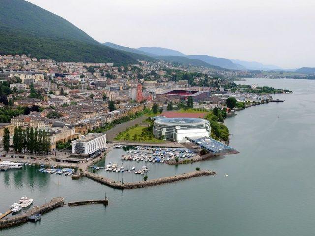 Lac de Neuchâtel - Swiss watch arena