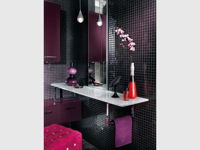 Une coiffeuse laquée pour une salle de bains glamour - Ambiances coiffeuses