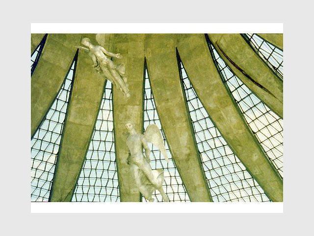 A l'intérieur de la cathédrale - Brasilia - Acervo do MRE