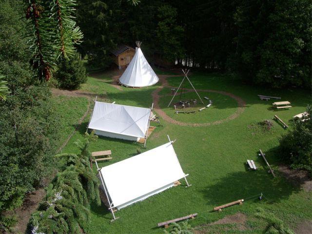 dormir sous une tente la montagne en plein hiver. Black Bedroom Furniture Sets. Home Design Ideas