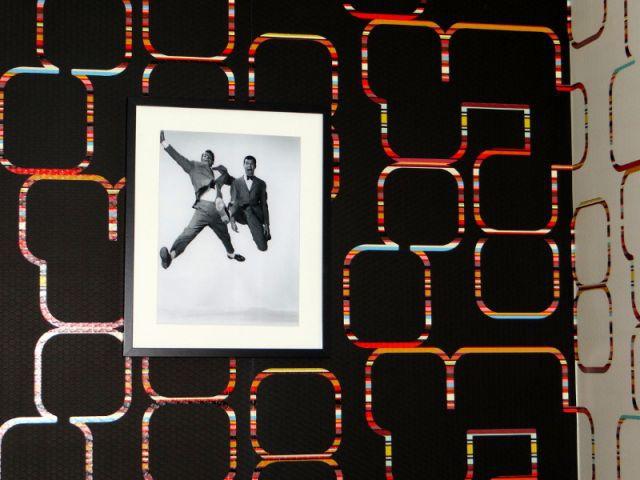 Le cinéma en noir et blanc sur les murs - Reportage salon télé