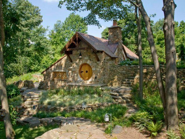 habiter une v ritable maison de hobbit. Black Bedroom Furniture Sets. Home Design Ideas