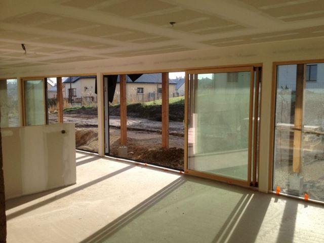 Surface vitrée - maison paille