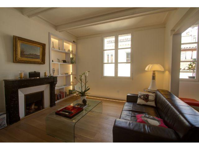 1 meuble de rangement qui dessert toutes les pi ces d 39 1 appartement. Black Bedroom Furniture Sets. Home Design Ideas