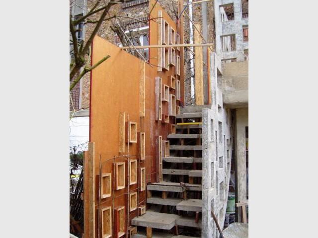 Pose des garde-corps - escalier meulière