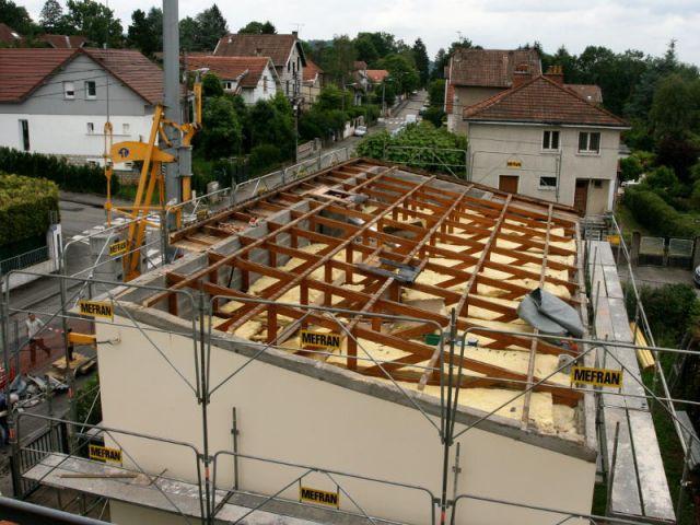 Dépose du toit pour la surélévation - Surélévation BBC rénovation