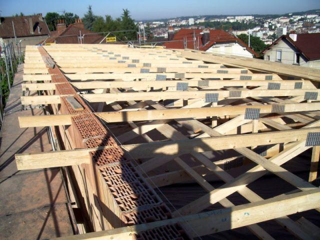 Nouvelle charpente sur la surévélation - Surélévation BBC rénovation