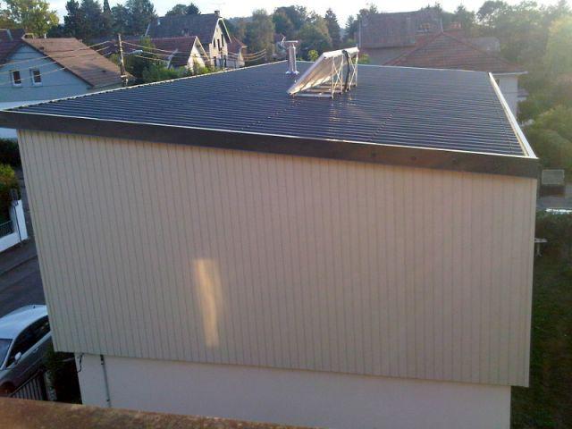 Des panneaux solaires thermiques installés sur le toit - Surélévation BBC rénovation