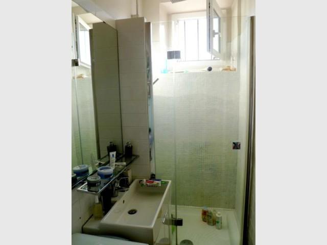 Salle de bains - Avant - Avant/après gris et rouge