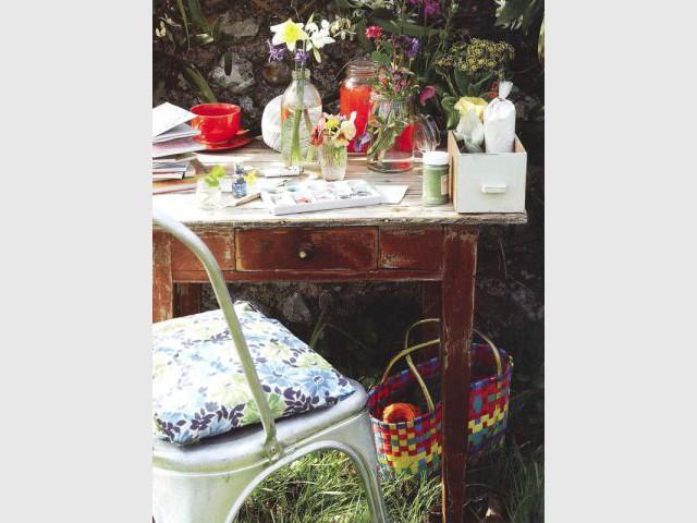 Table en bois - jardin vintage