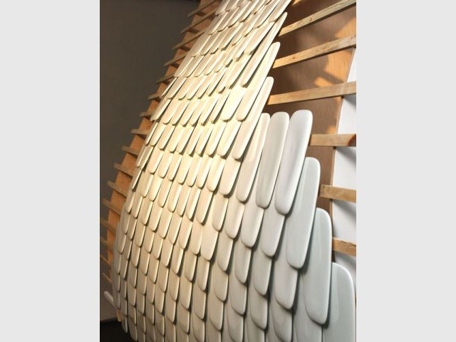 Mur d'écailles en porcelaine par Borel
