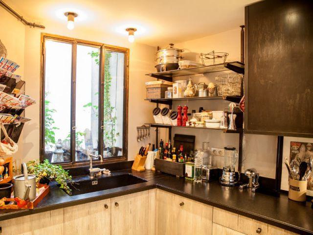 Bois et métal dans la cuisine - Reportage appart vintage