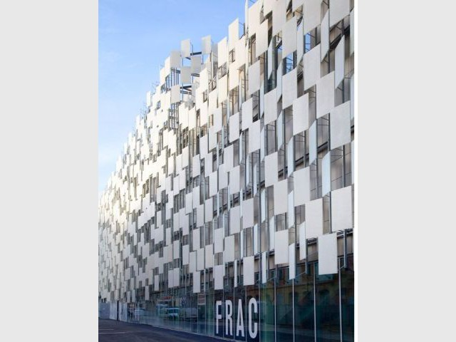 Une façade en verre façon haute couture - Frac Marseille