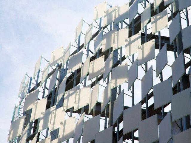 Une façade d'écailles haute couture - Frac Marseille