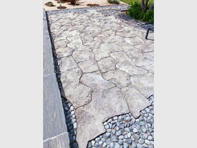 Des dalles en pierre courbes pour une terrasse asymétrique - Dalles extérieures