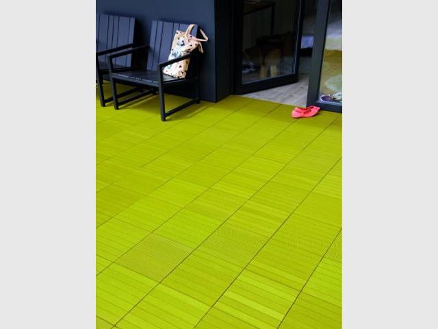 Des dalles composites vertes pour une terrasse colorée - Dalles extérieures