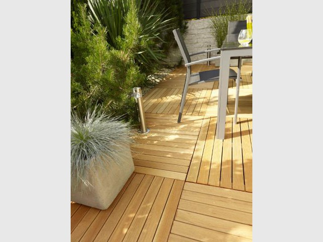 Des dalles en bois exotique pour un balcon zen - Dalles extérieures