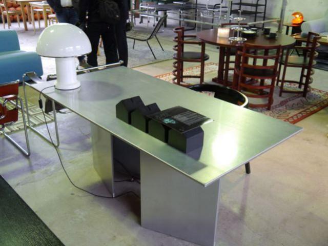 Show-room Habitat 1964 - table sur tréteaux