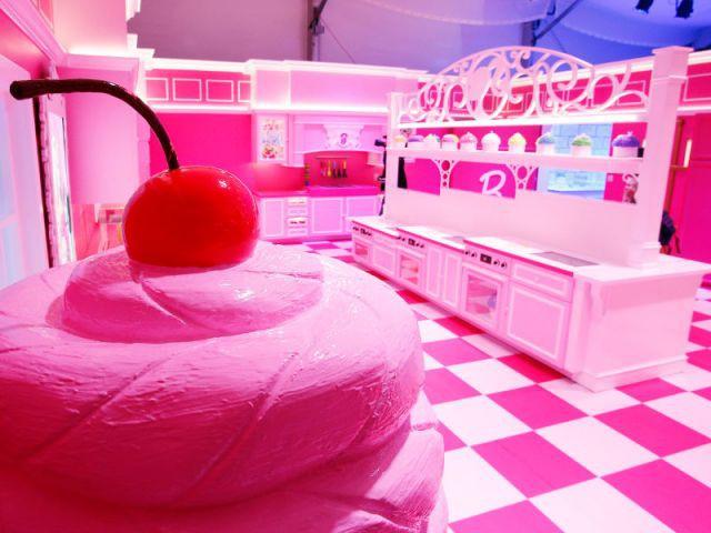 La cuisine rose de Barbie - maison Barbie Berlin