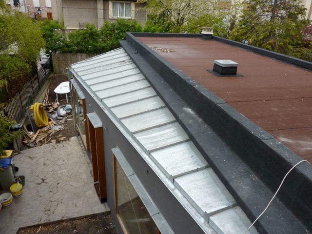 Deux morceaux de toiture en zinc - Extension Bois Colombes