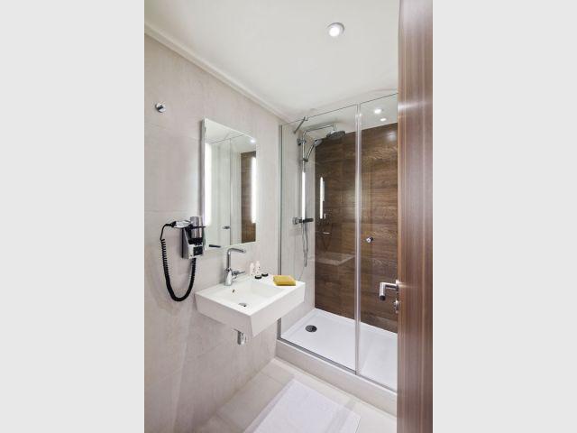 Une salle de bains respectant le cahier des charges - Hôtel 61 Nation