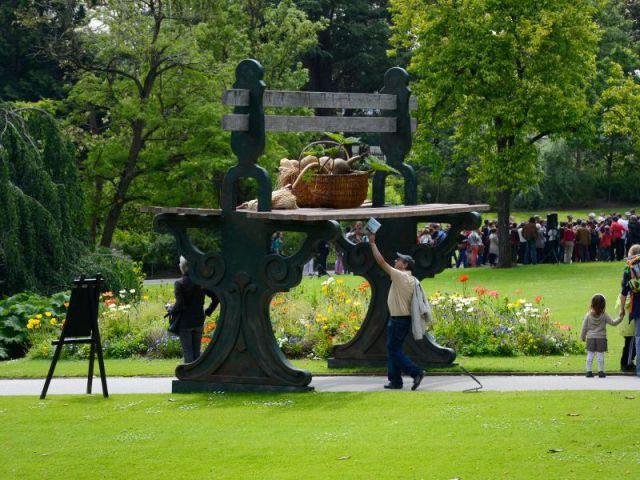 D Etonnantes Creations Envahissent Un Jardin De Nantes