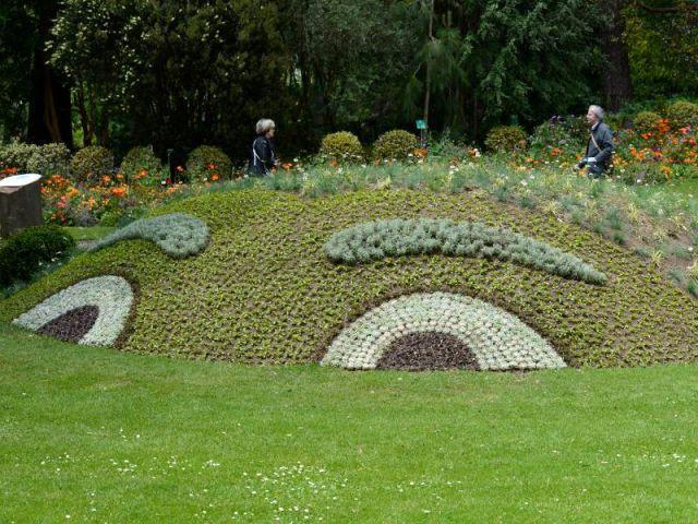 Des yeux cachés dans le paysage - Des créatures extraordinaires envahissent le jardin des plantes de Nantes
