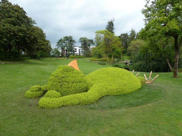 D\'étonnantes créations envahissent un jardin de Nantes