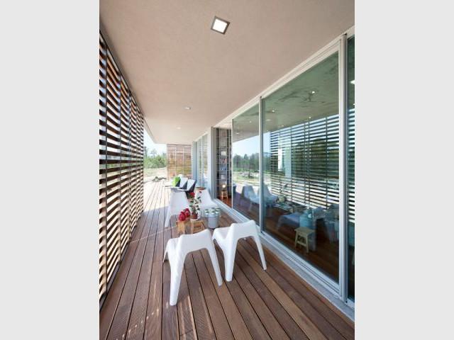 Des baies vitrées entourent la maison - La Villa Géraldine