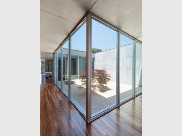 Un patio pour apporter de la lumière naturelle - La Villa Géraldine