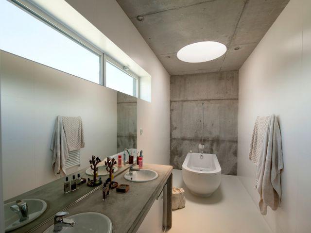 Un puits de lumière dans la salle de bains pour prendre un bain sous les nuages - La Villa Géraldine