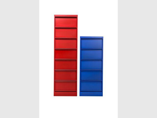 Les étagères - Chaises Le Corbusier - couleurs Tolix