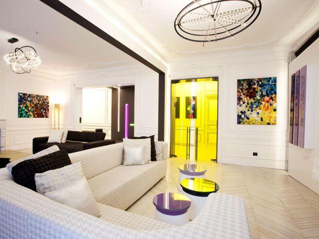 Le salon - un vaste coin télé - Denise Omer - 16ème arrondissement rénovation