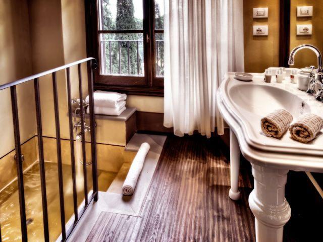 Des salles de bains entre romantisme et modernité - Il Salviatino